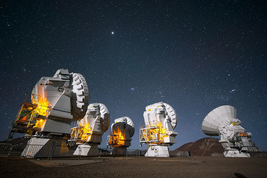 <span>ALMA antennas peer into the night at Chajnantor Plateau.</span>