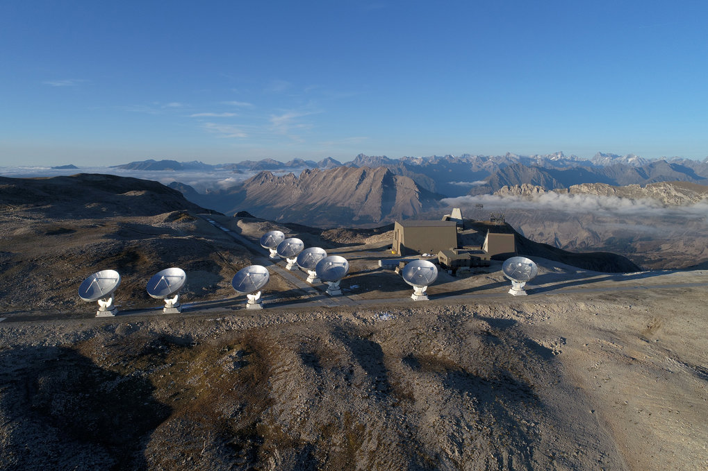 Antennas of the NOEMA array, at IRAM. NOEMA was used to examine the host galaxy of the newly discovered most distant quasar to date.