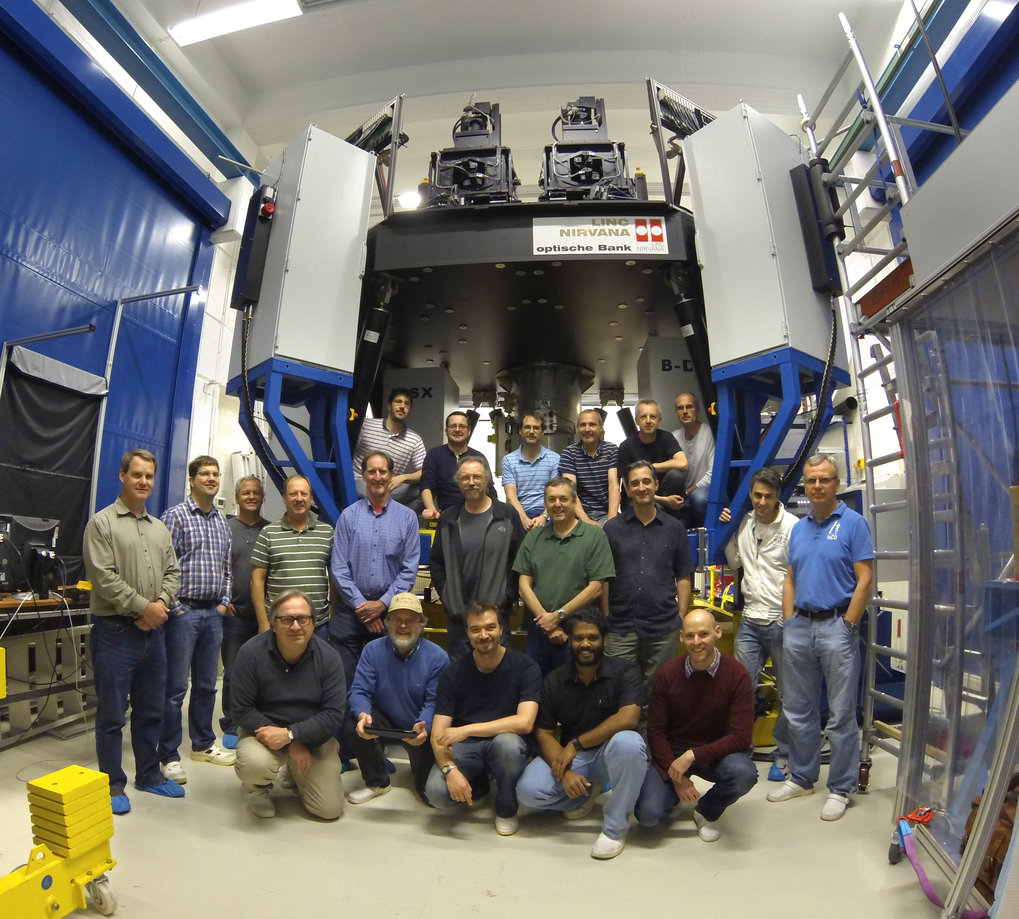 The LN-Team after the successful PAE-Review of LINC-NIRVANA. The large instrument can be seen in the background.