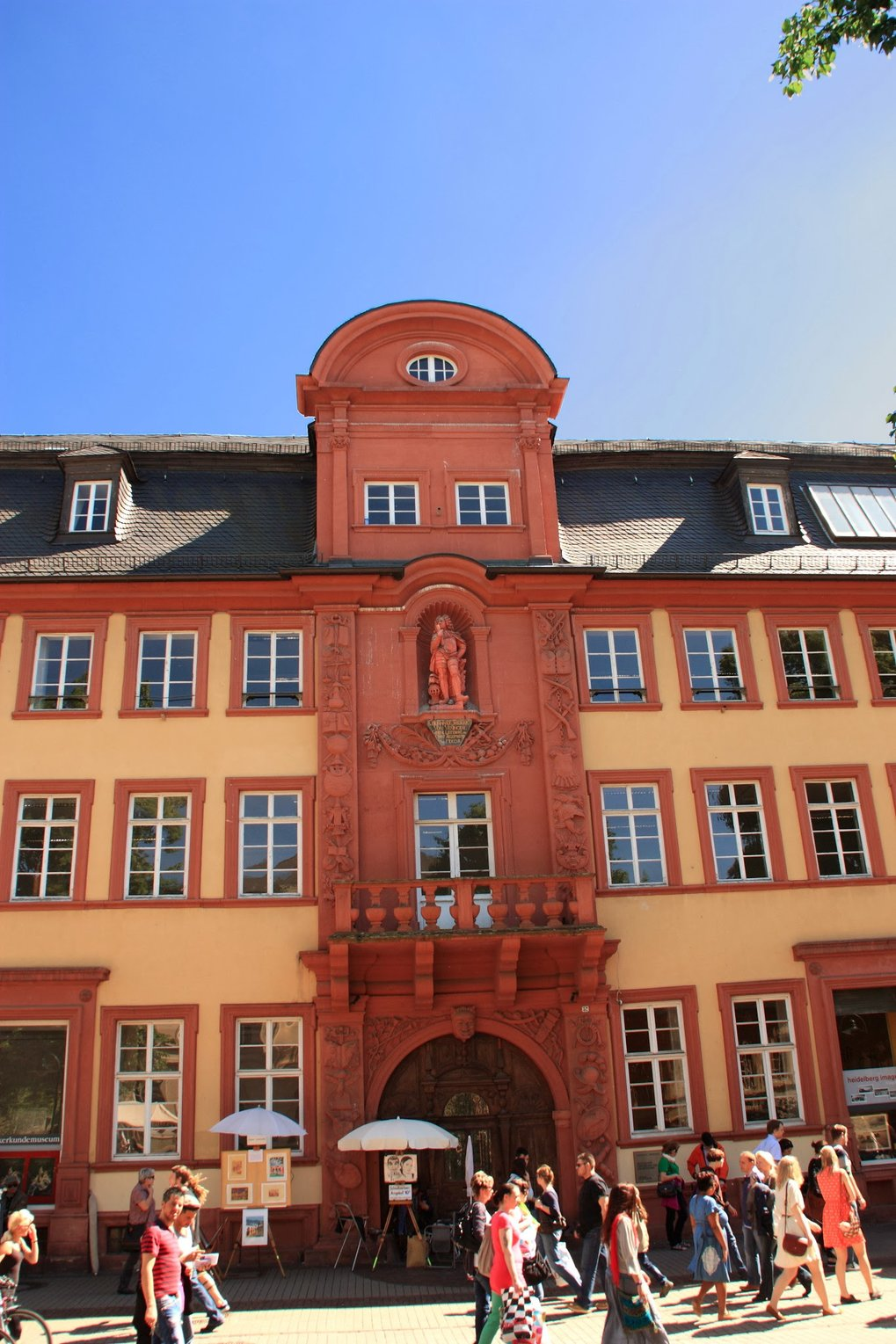 """Haus zum Riesen"" (literally ""Haus [with the] Giant"") in Heidelberg. This is where Bunsen und Kirchhoff invented astrochemistry, taking spectroscopic measurements of the Sun."